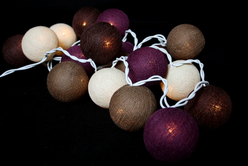 guirlande lumineuse de boules de coton chiang mai guirlandes lumineuses boules de coton. Black Bedroom Furniture Sets. Home Design Ideas