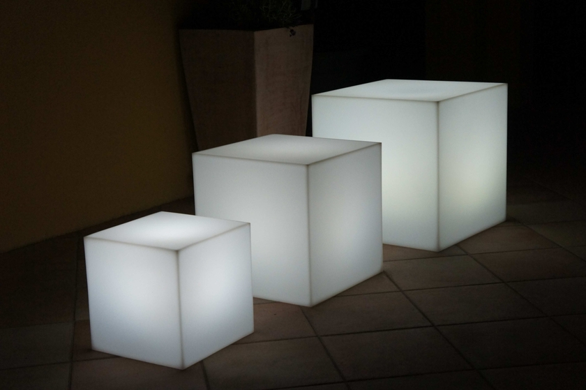 cube lumineux. Black Bedroom Furniture Sets. Home Design Ideas