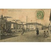 VONNAS PERSONNAGES SUR LA PLACE FERDINAND (AIN) / 1907