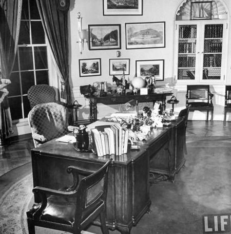 les 6 bureaux mythiques du bureau ovale de la maison. Black Bedroom Furniture Sets. Home Design Ideas