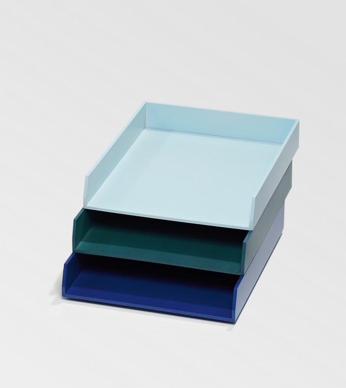 bannettes de bureau bleues pour le rangement. Black Bedroom Furniture Sets. Home Design Ideas