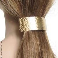 Barrette cheveux bombée en métal martelé doré