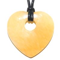 Pendentif Calcite jaune en coeur 35X35mm avec cordon
