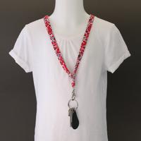 Tour de cou porte-clés en tissu Liberty Wilstshire rouge Lilooka