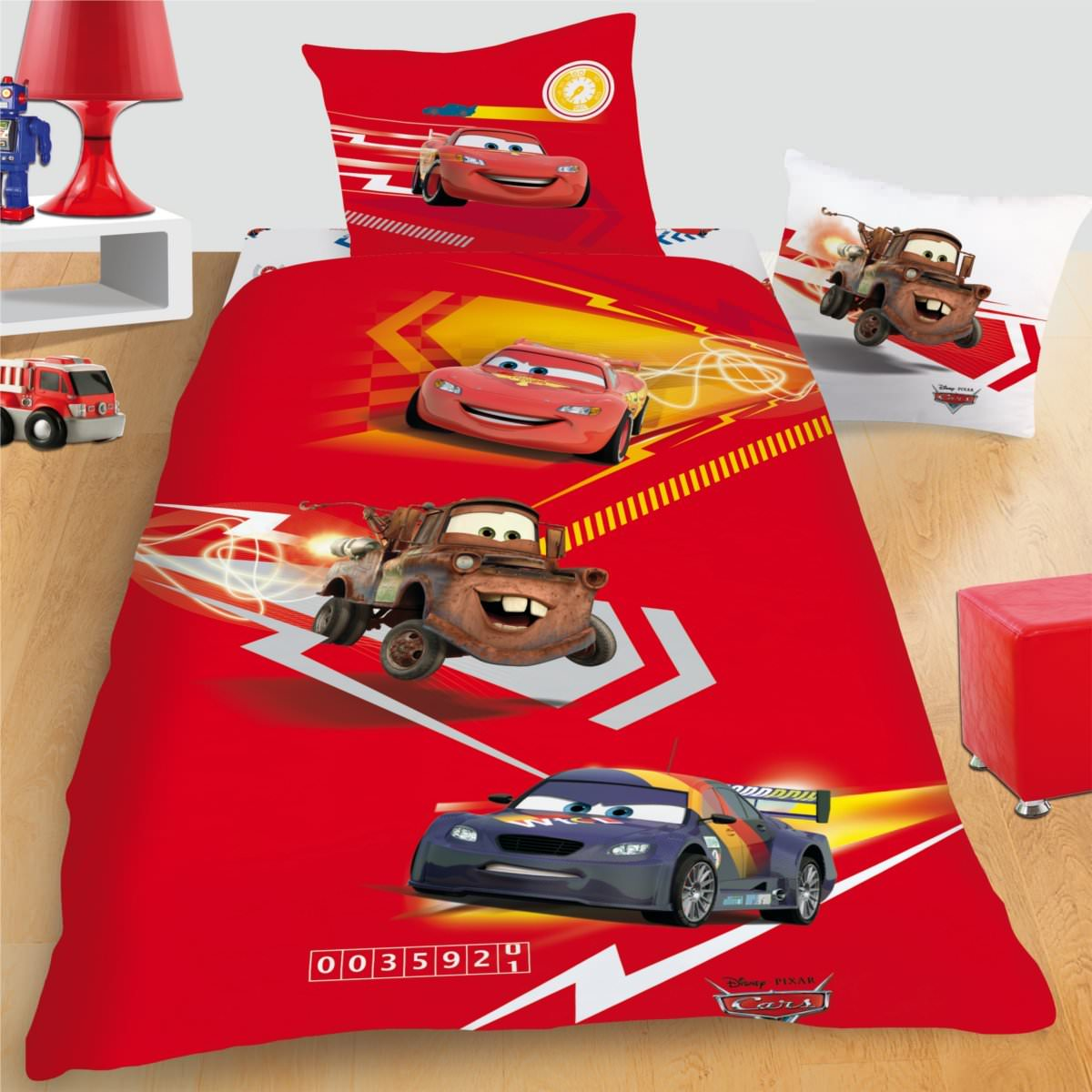 housse de couette disney cars 140 x 200 cm parure de lit trio d cokids. Black Bedroom Furniture Sets. Home Design Ideas
