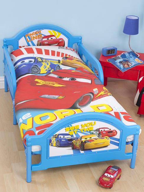 disney cars 2 parure de lit housse de couette petit lit 120 x 150cm speed cat gorie. Black Bedroom Furniture Sets. Home Design Ideas
