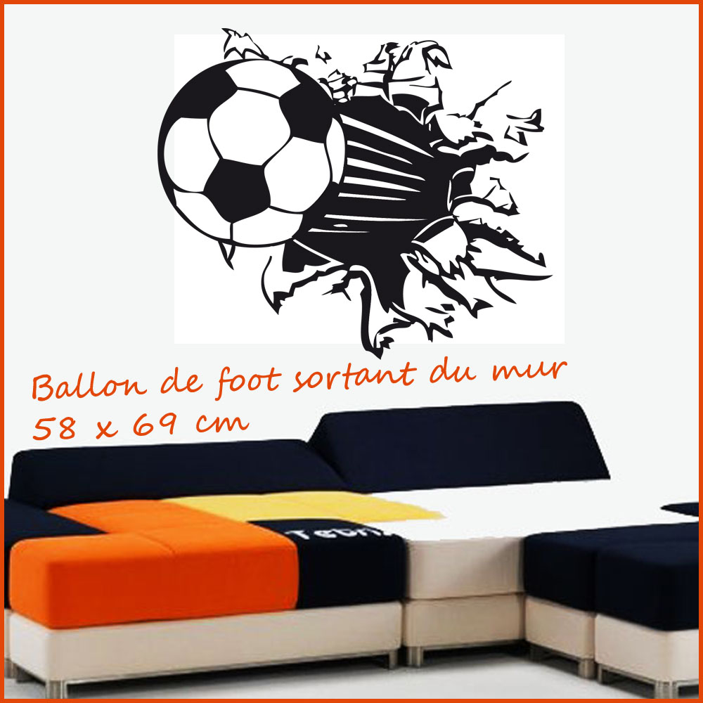 Sticker ballon de foot sortant du mur sport foot - Stickers muraux noir et blanc ...