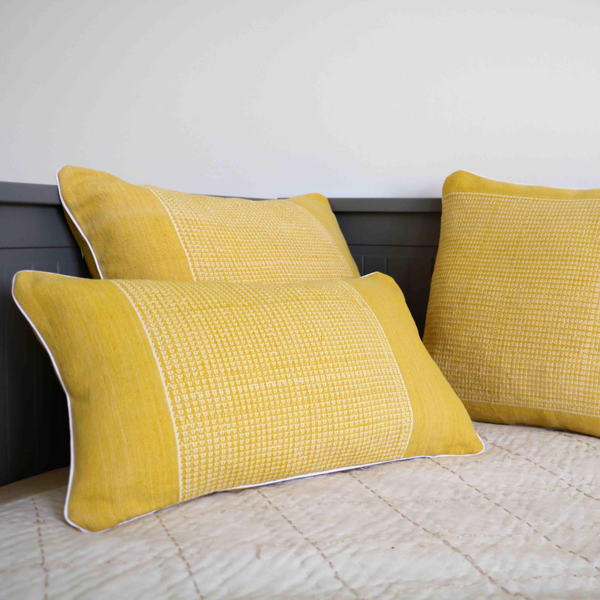 coussin-jaune-trendethics-cils-3-1