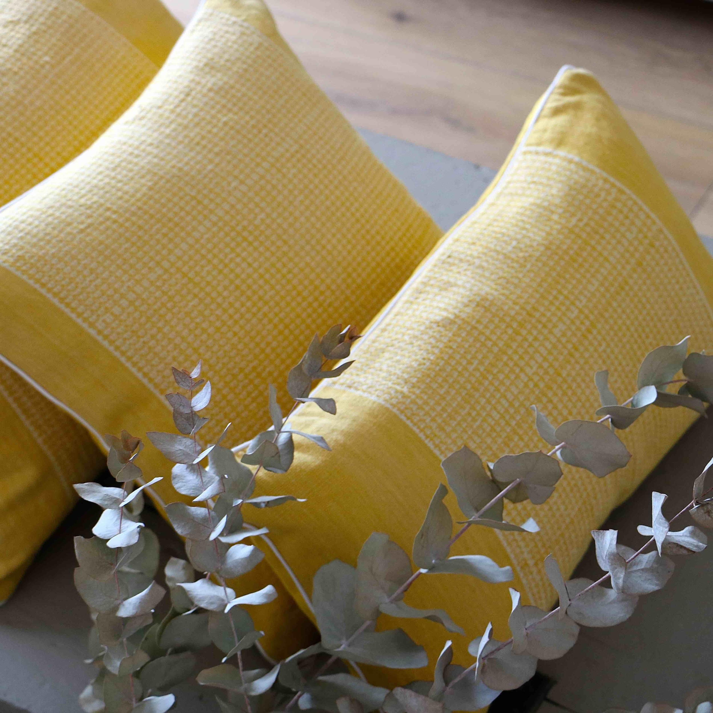 coussin-jaune-trendethics-cils-5-1