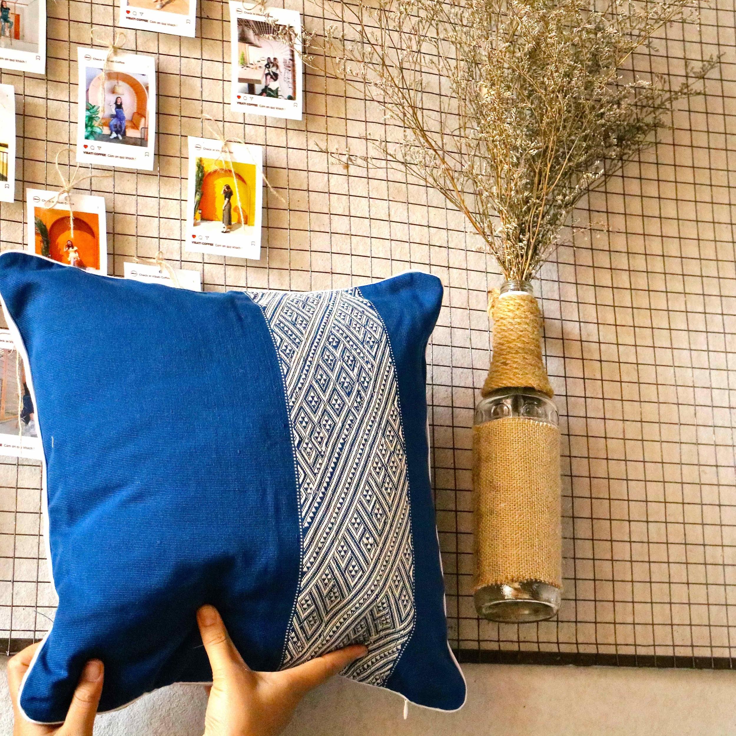 jarai-design4-blue-pillow-m-3-1