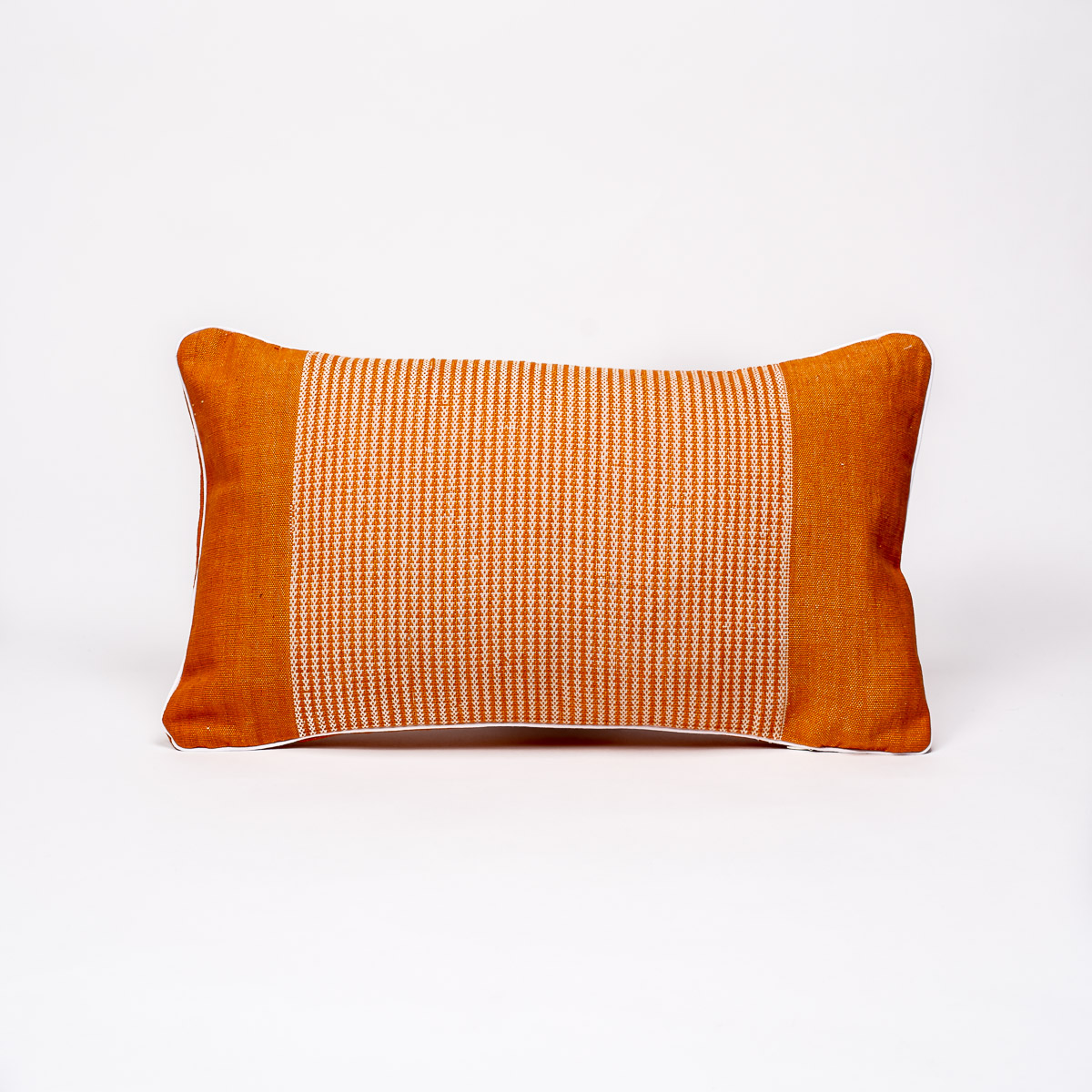 2020-10-JMDUFOUR-TrendEthics-Packshot-coussin-nha-sra-orange-petit-1-light