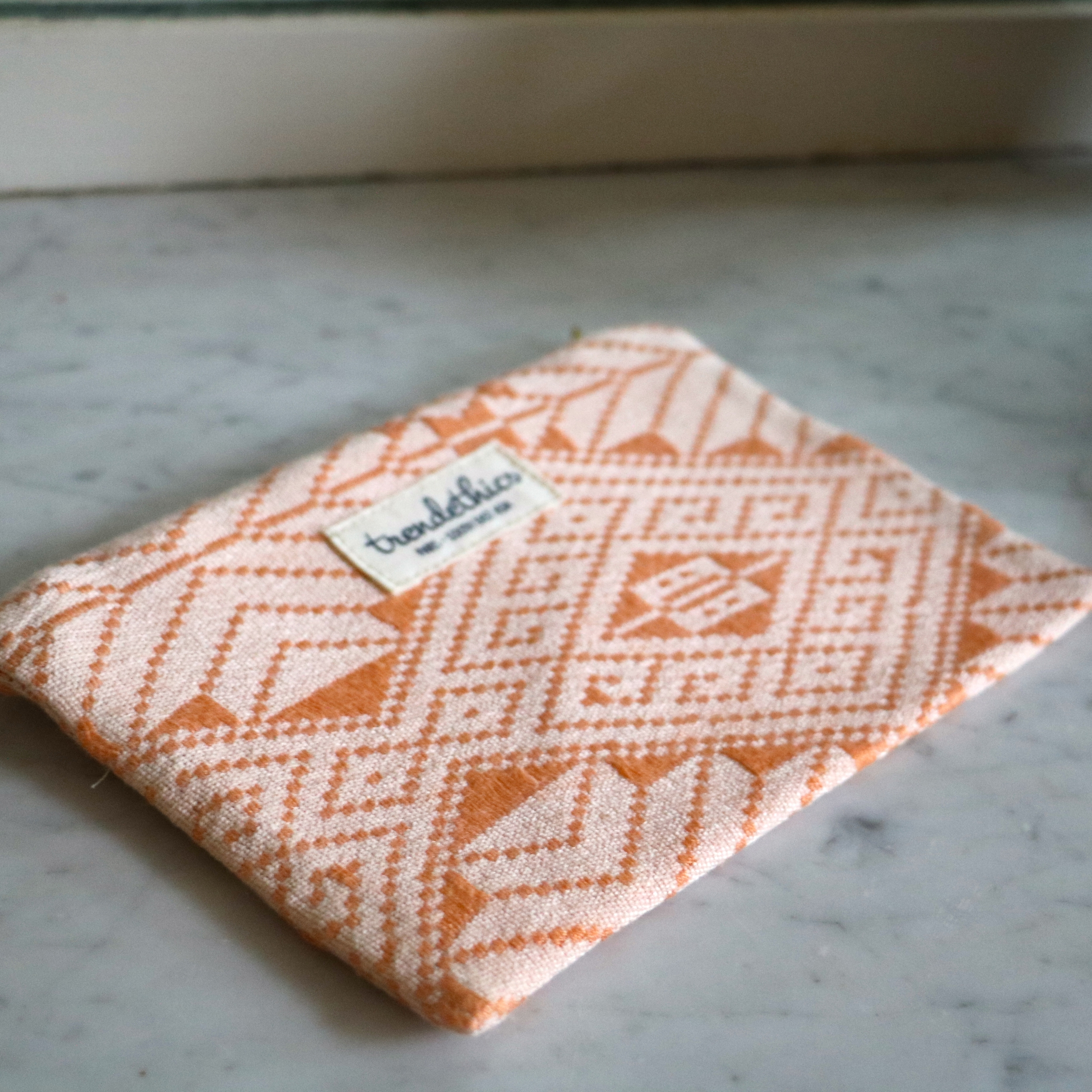 Pochette orange & blanche