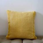 coussin-jaune-trendethics-cils-carre-1-1