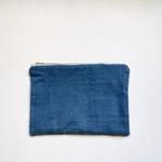 trendethics-pochette-bleu-dokmai-grande-2