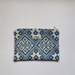 trendethics-pochette-bleu-dokmai-grande-1