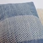 laos-damier-coussin-trendethics-bleu-5