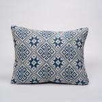 coussin-ecoresponsable-lao-fleur-bleu-blanc-grand-1