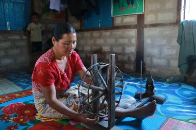 tisserande-birmanie-filer-coton