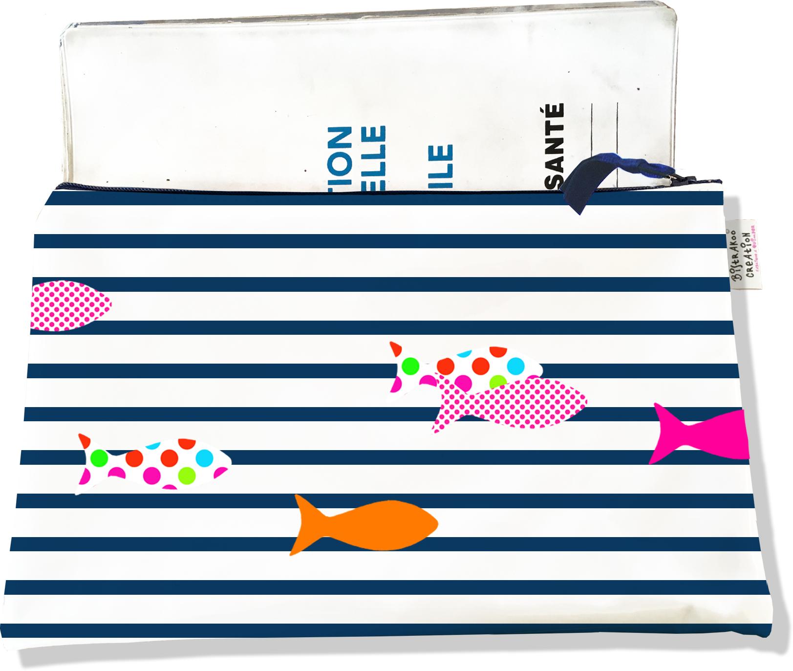 Protège carnet de santé zippé pour femme motif Poissons multicolores fond marinière bleu marine 2357