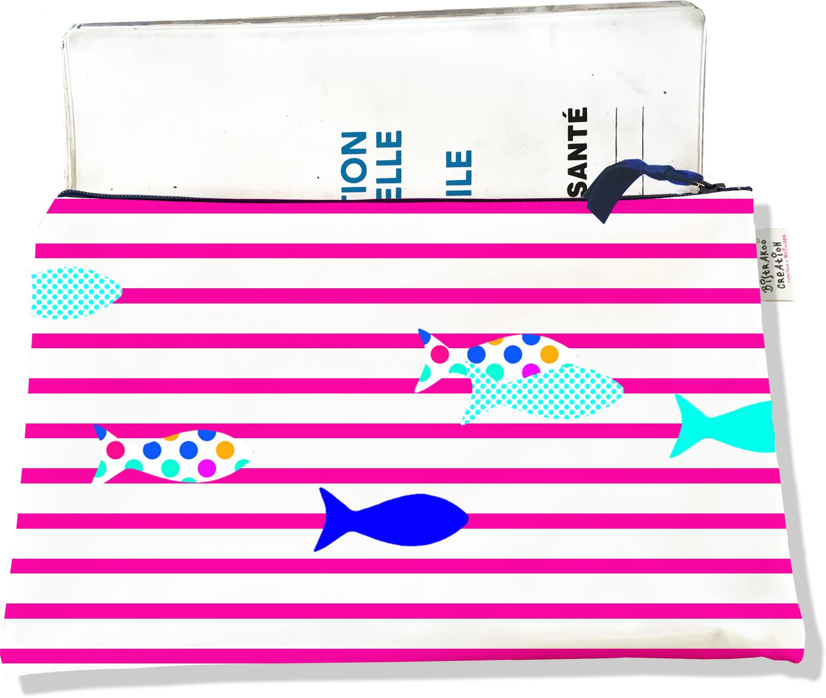 Protège carnet de santé zippé pour femme motif Poissons multicolores fond marinière fushia 2431