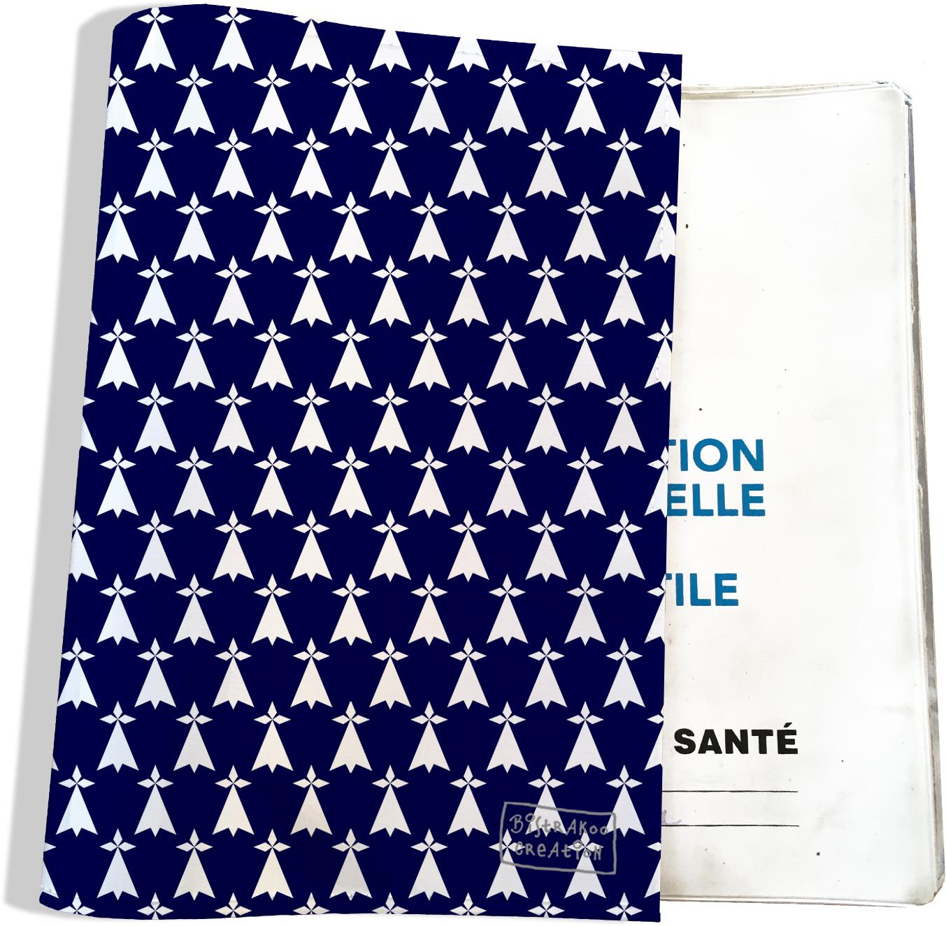 Protège carnet de santé Hermines blanches fond bleu marine Bretagne Breizh PCS8010