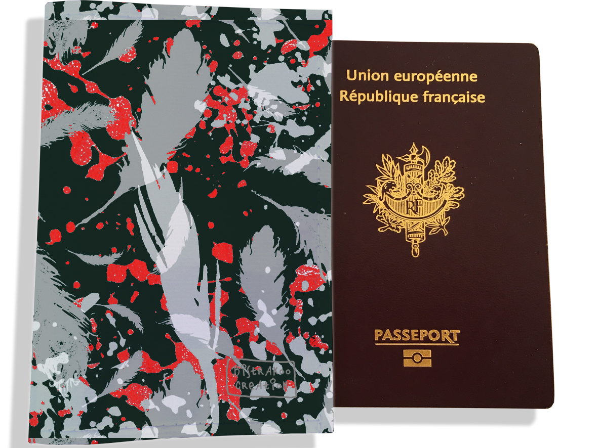 Protège passeport pour femme motif Plumes grises PP6025