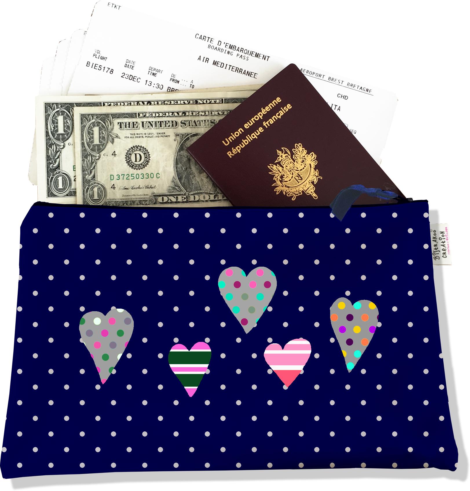 Pochette voyage, porte documents pour femme motif coeurs multicolores fond bleu marine à pois blancs 3275-2017