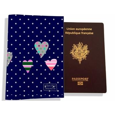Protège passeport femme St-Valentin Pois blancs marine coeurs multicolores 3275-2017