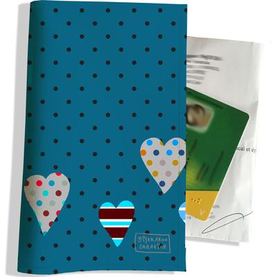 Porte ordonnance et carte vitale Coeurs multicolores fond bleu petits pois PO1859