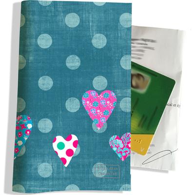 Porte ordonnance et carte vitale Coeurs multicolores fond et pois bleus PO1118