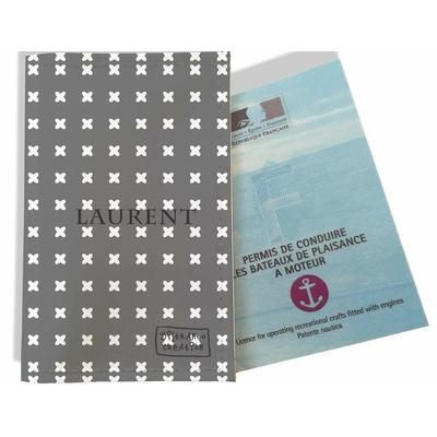 Porte permis bateau personnalisé homme Petites croix blanches fond gris 2151