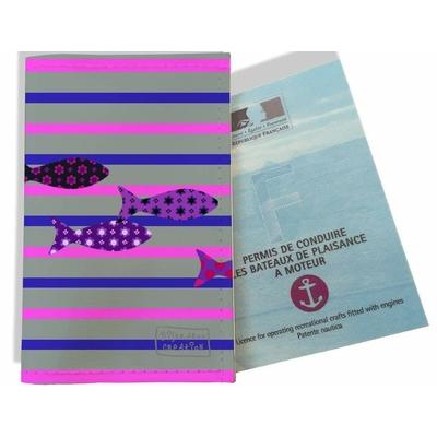 Porte permis bateau femme Marinière grise, bleue et rose poissons multicolores 2586