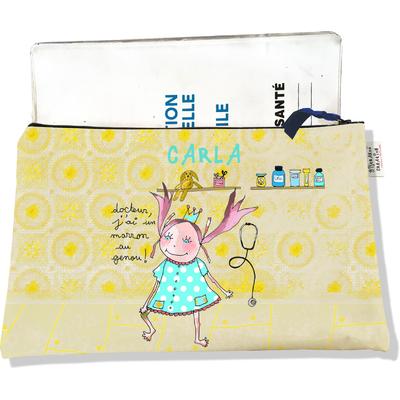 Protège Carnet de Santé personnalisable zippé pour bébé fille motif Docteur j'ai un marron au genou