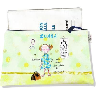 Protège Carnet de Santé personnalisable zippé pour bébé fille motif Docteur, je vais avoir des points de couture ?