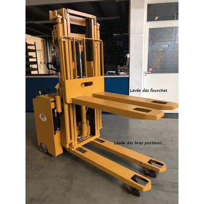 Gerbeur électrique 1300 kg. REF. 2046