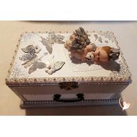 Boîte à musique bébé fille grise et blanche - au cœur des arts