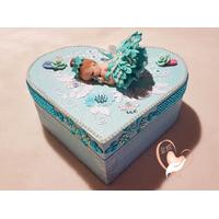 Boîte de naissance bébé fille bleue et blanche - au cœur de arts