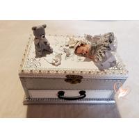 28-au-coeur-des-arts-Boite à musique bébé fille