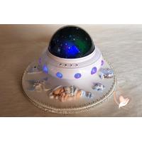Lampe de chevet Veilleuse lumineuse sur socle en bois bébé garçon et son lapin  - au cœur des arts