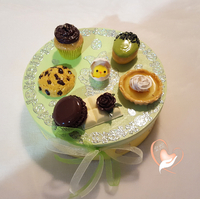 Boîte à biscuits ou chocolats verte et jaune - au coeur des arts