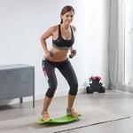femme faisant un exercice sur son balance board