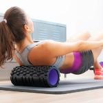 atténuation des douleurs avec un rouleau de massage