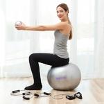 femme sexerçant avec un ballon de gym