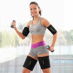 femme faisant un exercice avec des bandes amincissantes