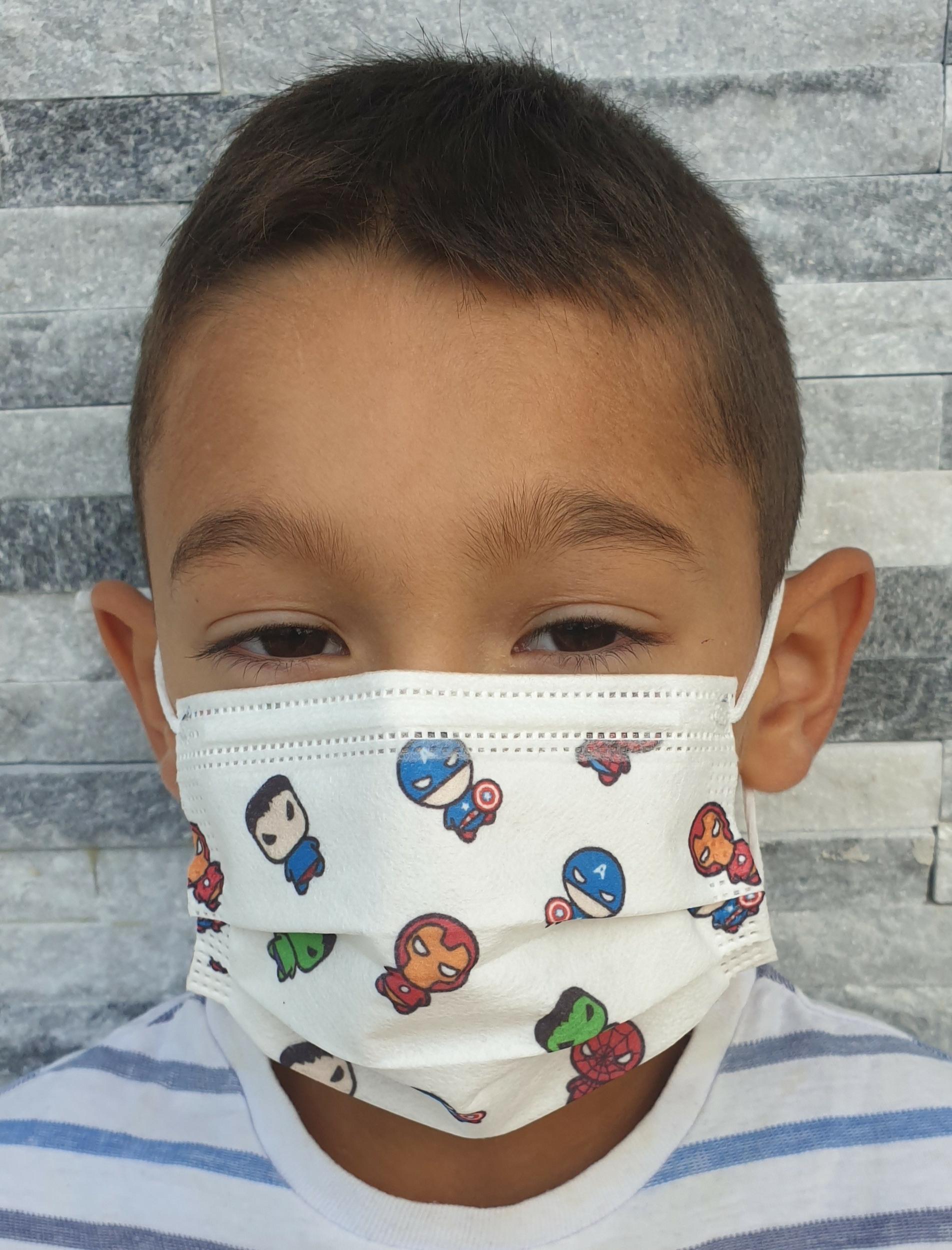 50 Masques chirurgicaux jetables pour enfants. Différents modèles!