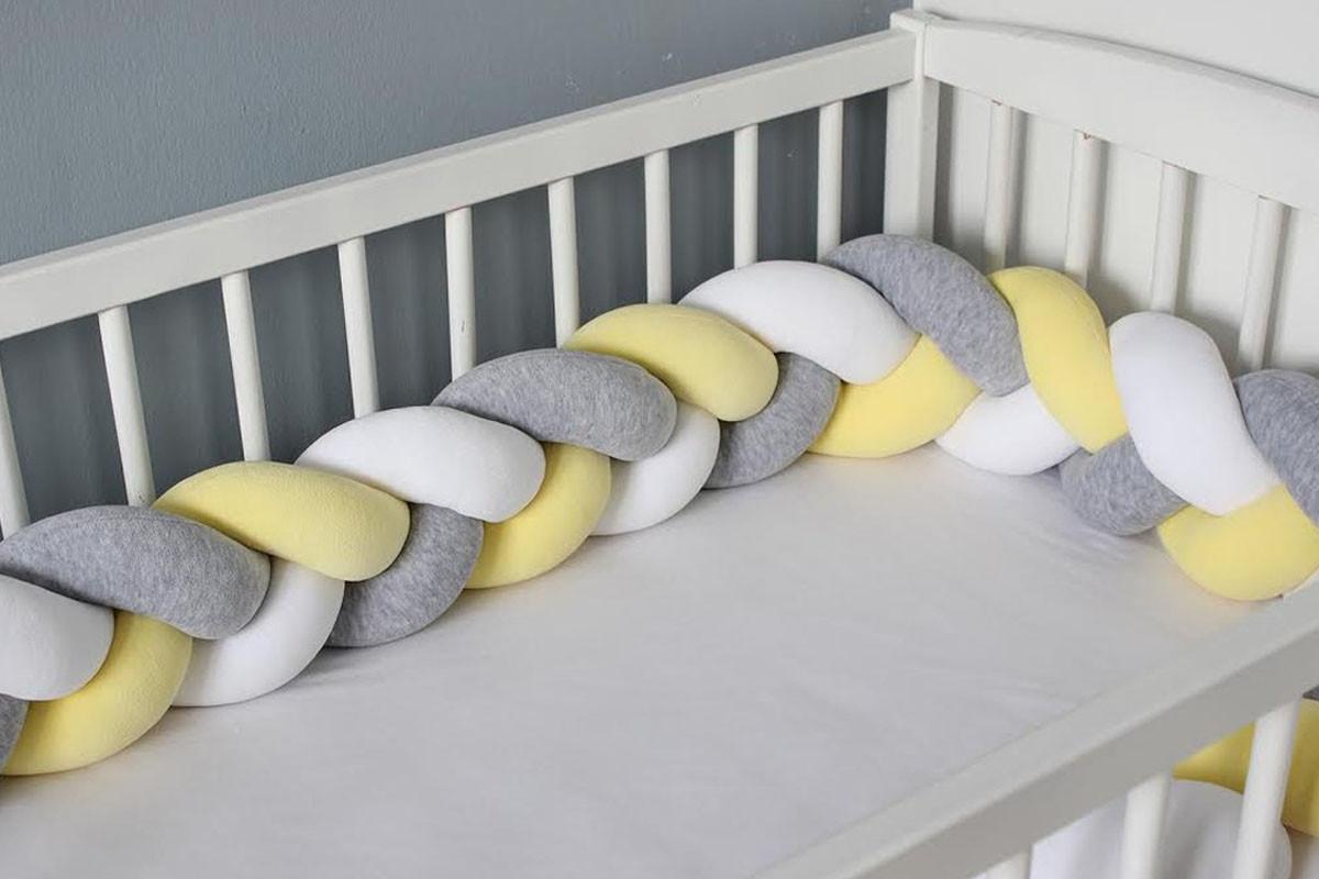 tour-de-lit-tresse-jaune-gris-blanc