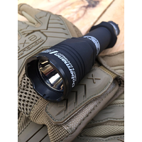 "LAMPE TACTIQUE ARMYTEK ""DOBERMANN"""