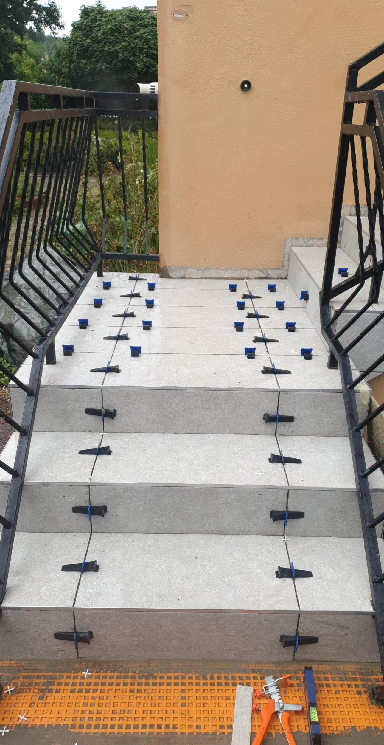 r/éutilisables pour carrelage Syst/ème de nivellement de construction Kits pour les sols les murs en C/éramique Niveleur De Carrelage Cozyel 100 pcs Tile Leveller avec cl/é sp/éciale