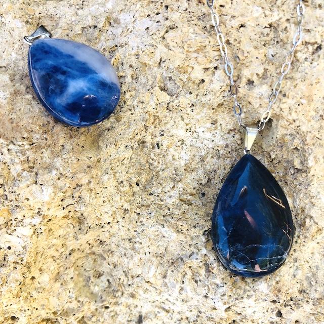 Pendentif Sodalite goutte pierre naturelle (Chaine non-comprise ! )