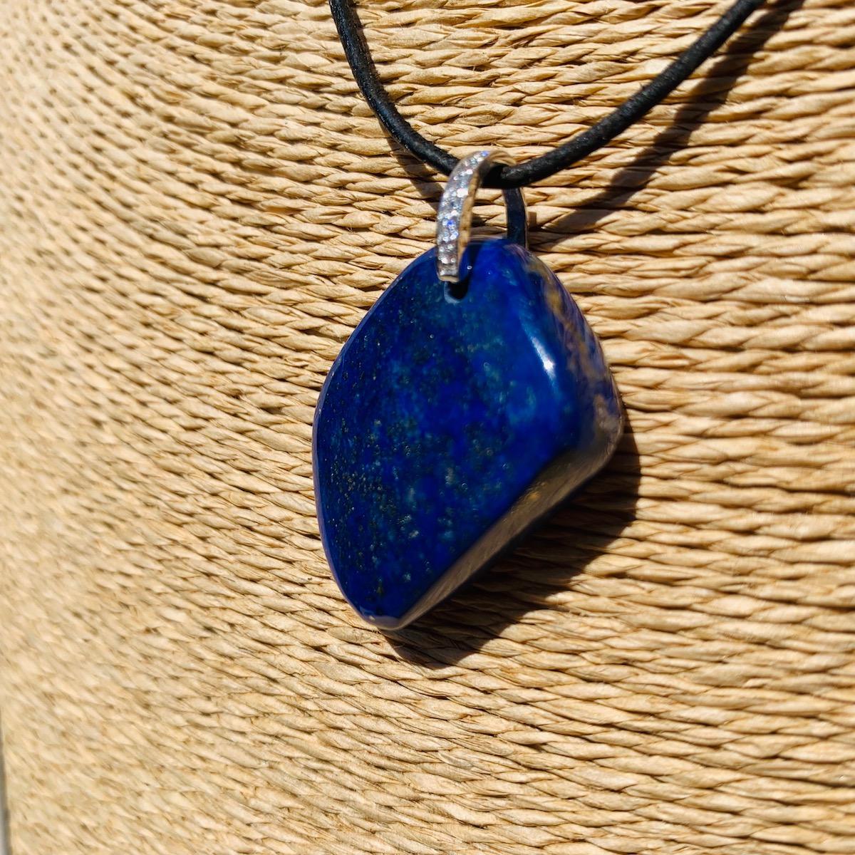 Pendentif contemporain forme libre en Lapis Lazuli